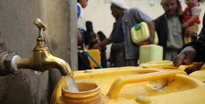 UNICEF supports Sana'a Water Corp w/ fuel to pump freshwater to Amanat Al Asima for 1 week, providing access to clean water