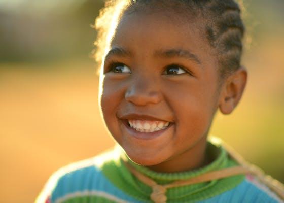 年轻女孩,Leliefontein,Namaqualand,南非。