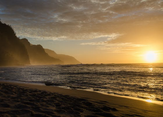 Na Pali coast, sunset, seen from Ke'e Beach in Hawaii