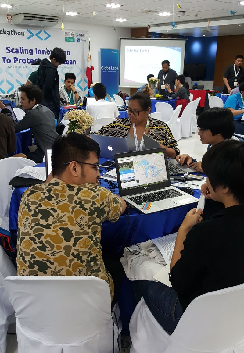 The teams participating in Fishackathon Manila hard at work developing their apps.